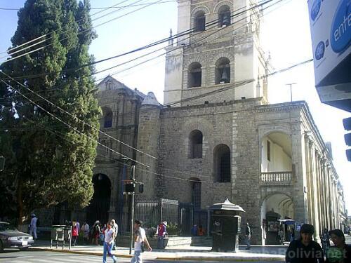 Catedral vista desde la calle Esteban Arce