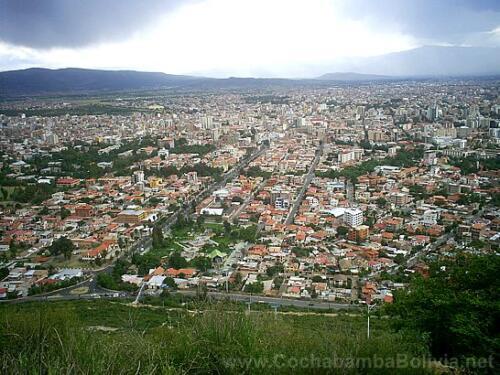 Parte de la ciudad bajando colina San Pedro